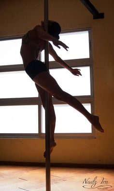 simplemente la mejor Aurora Mora photo by nadz trn  #pole #dance #figure #silouette
