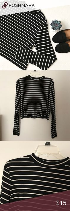 ♡ Striped Top ♡ H&M Divided brand black and white striped long sleeve top! Mockneck, cropped, size large. Slightly ribbed. Comfy and only worn a couple of times! Bundles get discounts! Any additional questions, feel free to ask! H&M Tops Tees - Long Sleeve