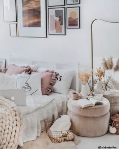 Trendy Textilien & Teppiche in Rosa ❘ WestwingNow ROSA reloaded - in neuen Designs & coolen Formen. Girly Bedroom Decor, Cozy Bedroom, Bedroom Inspo, Boho Room, Cute Home Decor, Awesome Bedrooms, My New Room, Cool Furniture, Room Inspiration