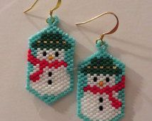 Snowman beaded earring on a blue background by AngelInc on Etsy Beaded Earrings Patterns, Seed Bead Patterns, Seed Bead Earrings, Beading Patterns, Hoop Earrings, Bead Crafts, Jewelry Crafts, Beaded Banners, Butterfly Decorations