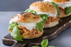 America is a land of innovation and invention, and our sandwiches are no exception. The complete list of best sandwiches is here. Pulled Chicken, Bbq Chicken, Pulled Pork, Chicken Recipes, Pollo Mechado, Ideas Sándwich, Best Sandwich, Salmon Burgers, Finger Foods