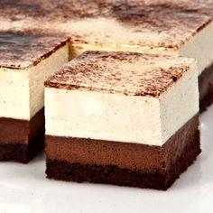 """Kostka Wielki Luwr Dwa delikatne musy z czekolady białej i deserowej, połączony biszkoptami czekoladowymi nakrapianymi z sokiem pomarańczowym z likierem """"Cointreau"""""""