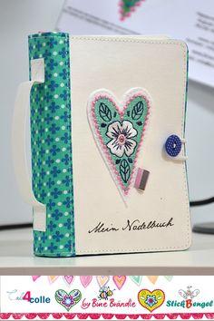 Sicher habt ihr alle schon eine Nadelbuch. Natürlich habe ich auch eins. Ein ganz besonders hübsches sogar. Mit Seiten aus Filz wo ein pa... Sewing Room Storage, Fabric Book Covers, Couture, Notebook, Baskets, Organization, Scrappy Quilts, Diy And Crafts, Dots