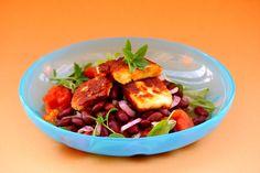 Salata med kokkina fasolia ke haloumi / Salat med røde bønner oghaloumi-ost #6ingredients #tomato #beans #halloumi #basilikum #raudlauk #red_onion  #greek #gresk #salad #vegetarian