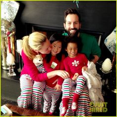 Katherine Heigl & Her Family Wear Matching Christmas Jammies | katherine heigl her family wore matching pajamas for christmas 02 - Photo