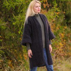 Hey, diesen tollen Etsy-Artikel fand ich bei https://www.etsy.com/de/listing/210957112/gorgeous-retro-hand-knit-mohair-coat-in
