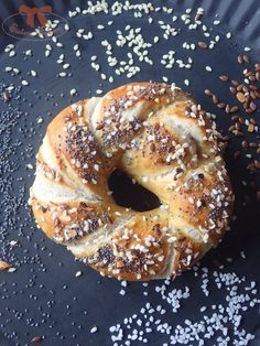 Bavorské pečivo so semiačkami - Sisters Bakery Ciabatta, Bagel, Food And Drink, Pizza, Sisters, Recipes, Recipies, Ripped Recipes, Cooking Recipes