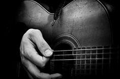 Black and white guitar strobist