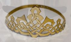 Medieval handmade brass crown with celtic pattern. Available in: brass, stainless Wedding Hair Accessories, Jewelry Accessories, Fashion Accessories, Fashion Jewelry, Vintage Princess Party, Celtic Patterns, Circlet, Leather Gloves, Larp