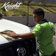 #Knight lava tu carro a domicilio y sin consumir una gota de agua ¡Deja todo en manos de un caballero de verdad!