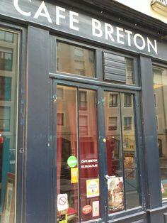 Installé dans une ancienne quincaillerie, le Café Breton est un des est un des restaurants rennais les plus mythiques. Pour ma part, j'ai craqué pour le cadre qui allie à la fois décoration industrielle et ambiance d'un vieux bistrot. A l'instant où je suis rentrée, je me suis tout de suite sentie dans l'ambiance d'une vieille brasserie française! Et côté cuisine, qu'en est-il ? Pour ma part, j'ai été très agréablement surprise.