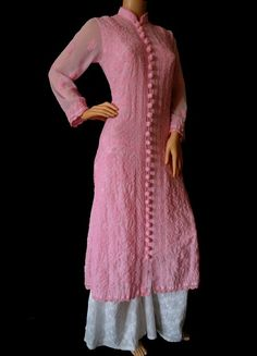 World's Most Loved Online Chikankari Store ! Simple Kurti Designs, Stylish Dress Designs, Salwar Designs, Kurti Neck Designs, Kurta Designs Women, Kurti Designs Party Wear, Blouse Designs, Dress Indian Style, Indian Outfits
