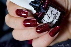 Vampire nails!
