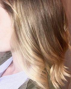 A little hair painting. #Repost @pams_beauties #pamsbeauties #hairbypam #balayagebypam #yegbalayage #yeghairpainting #yegstyle #yegfashion #yegcolourist #yegcolorist #yeghair #yeghairstylist #yegstylist #yegwomen #yegsalon #yeghairsalon #olaplex #behindthechair #modernsalon #hairpaintingbypam #honeyblonde #jigsawforhair #madeinyeg #aveda #kevinmurphy #goldwell #yeg #yegbeauty #yegdt #yegsalons