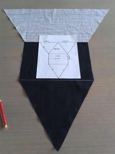 Tablet/boekenpoef in 't Nederlands. Sewing Hacks, Sewing Tutorials, Sewing Crafts, Sewing Patterns, Pikachu Crochet, Diy Bags Purses, Kindle Case, Jean Crafts, Hand Embroidery Videos