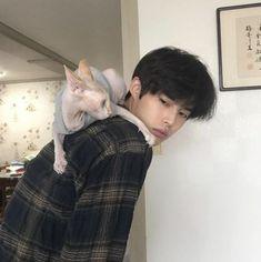 boy, cat, and fashion image Cute Asian Guys, Cute Korean Boys, Pretty Asian, Asian Boys, Asian Men, Cute Guys, Korean Boys Ulzzang, Ulzzang Boy, Korean Men