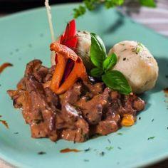 Mátrai vaddisznótokány kapros túrógombóccal Beef, Recipes, Food, Meal, Food Recipes, Essen, Rezepte, Hoods, Ox