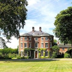 Ideas House Plans Mansion Chateaus For 2019 English Manor Houses, English House, Georgian Homes, Victorian Homes, Beautiful Buildings, Beautiful Homes, English Decor, Historic Homes, Old Houses