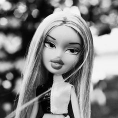 Happy New Year! Enjoy Miss Leah blocking out any negativity in her life before 2019 starts! Aesthetic Images, White Aesthetic, Black Bratz Doll, Bratz Doll Outfits, Bratz Girls, Brat Doll, Instagram Cartoon, Bad Girl Aesthetic, Cartoon Profile Pictures