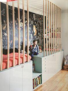 Wohnen mit Kindern: Hausbesuch bei einer Innenarchitektin in Paris Vivir con niños: visita a domicilio con un diseñador de interiores en París Boys Bedroom Themes, Girls Bedroom, Bedroom Decor, Boy Bedrooms, Room For Two Kids, Kids Rooms, Kids Room Design, Kid Spaces, Kids House
