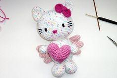 Häkeln: Hello Kitty Engel mit Herz