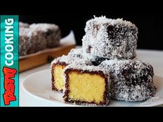 Video Lamingtons cake recipe came up with the idea of bathing cubes of chocolate biscuits and coating them with grated coconut, but the truth is delicious Australian Desserts, Australian Food, Key Lime, Pudding Desserts, Easy Desserts, Lamingtons Recipe, Cake Recipes, Dessert Recipes, Lemon Curd Recipe