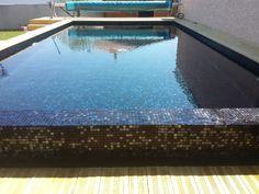 Carrelage piscine pates de verre vert et noir m tallique couleur d 39 eau naturelle carrelage - Piscine eau noire besancon ...