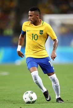 Neymar of Brazil runs with the ball during the Men's Football Final between… Brazil Football Team, Football Final, Best Football Players, Men's Football, Soccer Players, Neymar Jr, International Football, Athletic Men, Neymar Brazil