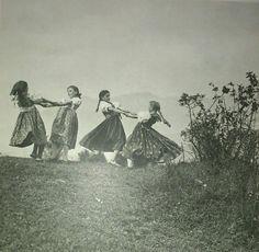 Vintage Photographs, Vintage Photos, Acrylic Portrait Painting, Folk Dance, Folk Fashion, Historical Pictures, Film Stills, Old World, Folk Art