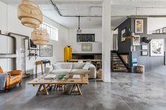 A loft in a former commercial space near Paris - PLANETE DECO has homes world Loft Design, House Design, Local Commercial, Style Loft, Surface Habitable, Open Space Living, Style Deco, Loft House, Industrial Loft