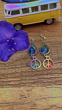"Harvest Moon Boho 🌿NY🧘♀️ (@harvestmoonboho) posted on Instagram: ""Peace & Love Earrings ☮️🌻😊🌈✌🏻 #peace #peacesign #handmadejewelry #handmadeearrings #jewelry #hippie #hippiejewelry…"" • Aug 18, 2021 at 4:12pm UTC Earrings Handmade, Handmade Jewelry, Harvest Moon, Hippie Jewelry, Peace And Love, Crochet Earrings, Fandom, Bohemian, Inspired"