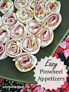 Easy Pinwheel Appetizers Simple and delicious Easy Pinwheel Appetizers are filled with zip and flavor! Perfect for your next football game viewing or party platter. The post Easy Pinwheel Appetizers appeared first on Fingerfood Rezepte. Quick And Easy Appetizers, Finger Food Appetizers, Appetizers For Party, Appetizer Recipes, Appetizer Ideas, Wine Appetizers, Vegetable Appetizers, Make Ahead Appetizers, Chicken Appetizers