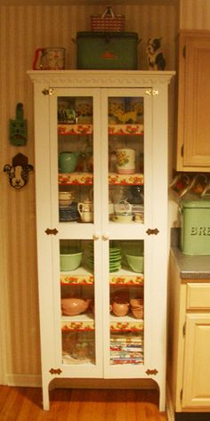 Kitchen cupboard with vintage dishes.I WANT this cupboard for all of my pink depression glass looking dishes! Old Kitchen, Kitchen Cupboards, Country Kitchen, Kitchen Decor, Kitchen Interior, Kitchen Ideas, Basement Kitchen, Pantry Ideas, Kitchen Chairs