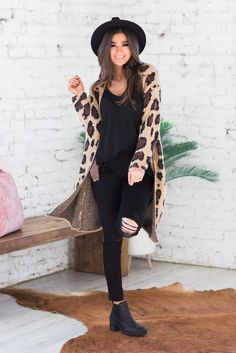 All Black Outfit For Work, Leopard Cardigan Outfit, Black Booties Outfit, Black Leggings Outfit, Cardigan Outfits, Fedora Outfit, Fedora Hat, Winter Boots Outfits, Outfits With Hats
