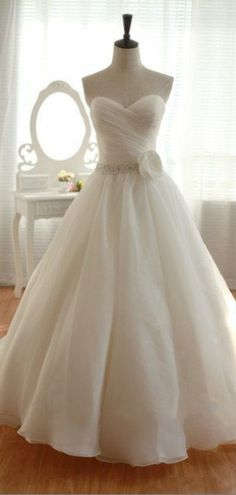 Elegant Organza Floor Length Sweetheart Wedding Dress http://www.shedressing.com/