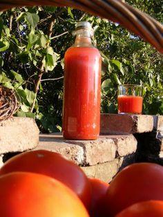 szeretetrehangoltan: Paradicsomlé befőzés tartósítószer nélkül Hungarian Recipes, Hot Sauce Bottles, Preserves, Pickles, Paleo, Canning, Food, Levek, Simply Recipes