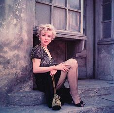 """Marilyn Monroe / From """"The Hooker Sitting"""" photo series by Milton H. This photo series was shot on the backlot of Century Fox (April for Marilyn Monroe Productions, a company created by Marilyn and Greene in Estilo Marilyn Monroe, Marilyn Monroe Poster, Marilyn Monroe Photos, Milton Greene, Viejo Hollywood, Old Hollywood, Photo Portrait, Actrices Hollywood, Norma Jeane"""