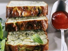 Zucchini Flan with Tomato Sauce Cooking School, Fun Cooking, Cooking Time, Zucchini, Diet Recipes, Vegetarian Recipes, Ober Und Unterhitze, Eat Smarter, Meatloaf