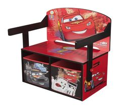 🚔 Autozimmer: Sitzgelegenheit und Stauraum in Einem: Unter dieser coolen Bank mit Disney Cars Motiv befinden sich 2 Spielzeugkisten, die einfach ausgezogen werden können: