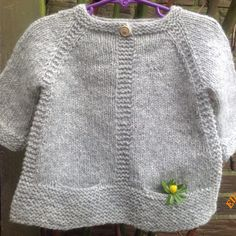 10 ideas, Free knitting instructions for baby hat - knitted . Baby Cardigan Knitting Pattern, Knitted Baby Cardigan, Baby Knitting Patterns, Knitting Ideas, How To Start Knitting, Knitting For Kids, Free Knitting, Pull Bleu, Diy Crafts Knitting