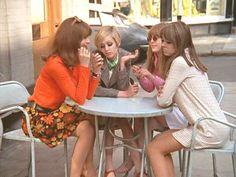 The Swinging Sixties is part of Vintage street fashion - Chrissie Shrimpton, Twiggy, Jenny Boyd and Twiggy, 60s And 70s Fashion, Retro Fashion, Vintage Fashion, Cheap Fashion, Chrissie Shrimpton, Jean Shrimpton, Pattie Boyd, Moda Retro