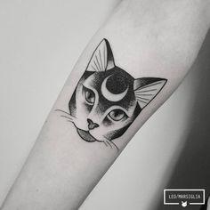 Tatuagem de gato feita por Leo Marsiglia no estilo pontilhismo. #tattoo #tatuagem #pontilhismo #dotwork #gato