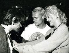 Kurt, Flea and Courtney at Hollywood Rock in 1993, Brazil.