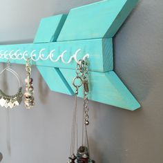A simplistic, trendy way to organize your jewelry. This arrow offers a safe method for storage of your favorite necklaces -Solid Wood & handmade -20 tip to tail -approx 4 tall -many colors available -Fifteen (15) white or gold hooks for jewelry hanging Perfect Gift Idea! *hanging hardware included with item* --------------- Pictured Colors: teal, salmon, lavender, mauve (out of stock) --------------- Your item will be ready to ship in 1-2 days. I will ship this USPS Ground Service 2-9 d...