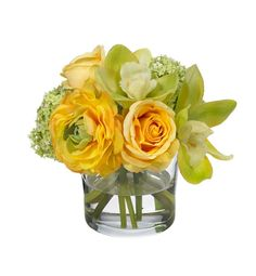 Silk flowers can have an equally stunning effect as fresh flowers for a #wedding on a budget.