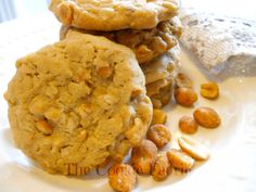Peanut Crunch Cookies | Chock-full of honey roasted peanuts and rolled oats, these cookies are simply scrumptious! Canadian Living recipe:  http://www.canadianliving.com/food/baking_and_desserts/peanut_crunch_cookies.php