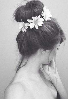 HIgh bun with a daisy chain.