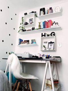 Quarto tumblr feminino. Decoração escrivaninha. Home office pequeno | Inspiração de quarto para menina e menino | #designdeinteriores #decor #inspiração #quarto