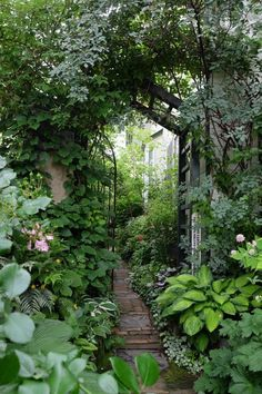 Garten Hidden Garden, Woodland Garden, Garden Signs, Garden Gates, Shade Garden, Dream Garden, Garden Projects, Garden Inspiration, Garden Landscaping