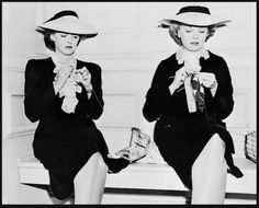 Bette Davis and her stunt knitting